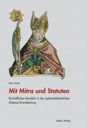 Mit Mitra und Statuten
